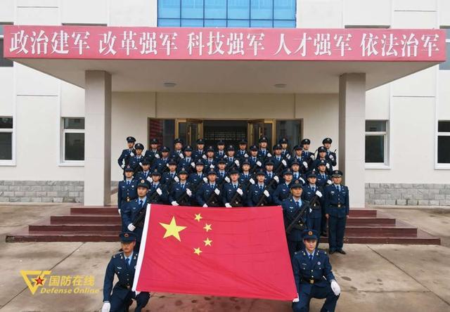 晨曦迎华诞!空军石家庄飞行学院某旅隆重举行升旗仪式-第10张