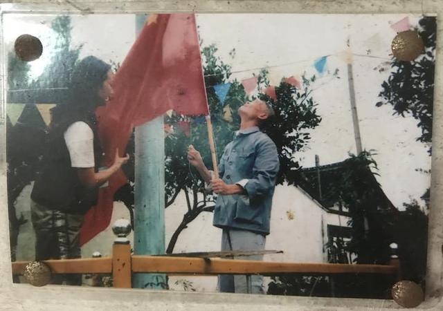 92岁老兵农家小院升国旗20年 这份使命交给七旬儿子-第3张