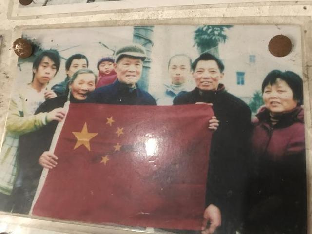 92岁老兵农家小院升国旗20年 这份使命交给七旬儿子-第7张