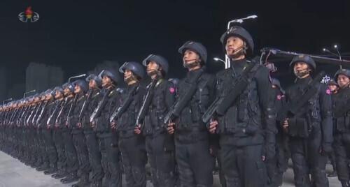 朝鲜凌晨在金日成广场举行阅兵式 金正恩出席 全球新闻风头榜 第3张