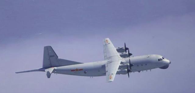 """绿媒:丝毫未受""""台风""""影响,解放军军机上午两度进入台西南空域"""