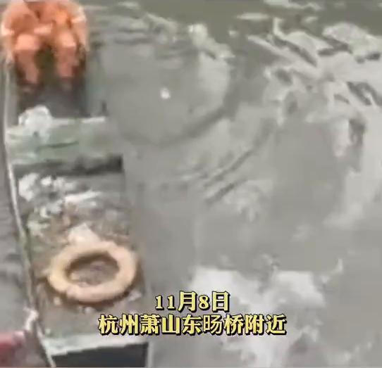 杭州一女子疑因生病轻生跳河,被救后一脚将民警踹下水 全球新闻风头榜 第1张