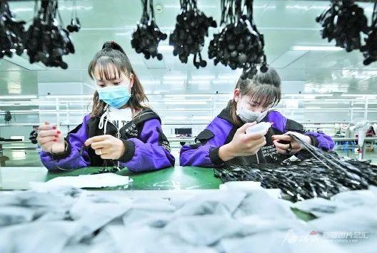 喀什地区:阶段性减免企业社保费4.9亿元