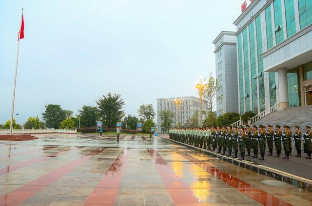 武警绵阳支队举行升旗仪式为祖国母亲庆生-第5张