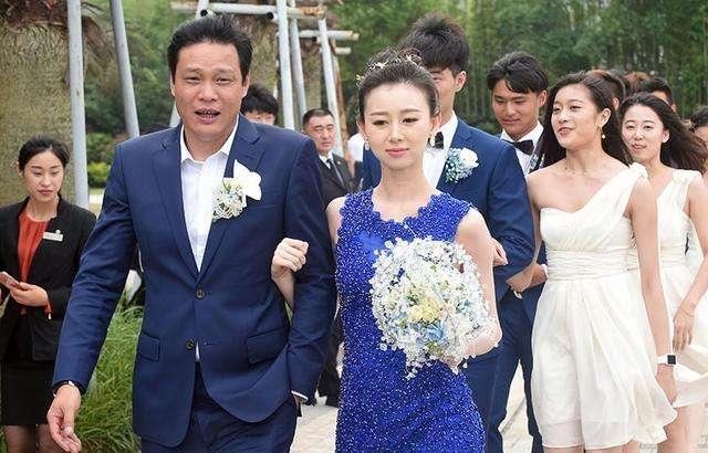 前国足大将范志毅女儿,范斯晶晒美照,与后妈姐妹相称 第4张