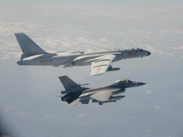 反制刚刚开始!美官员访台之际,解放军大批战机过台海中线
