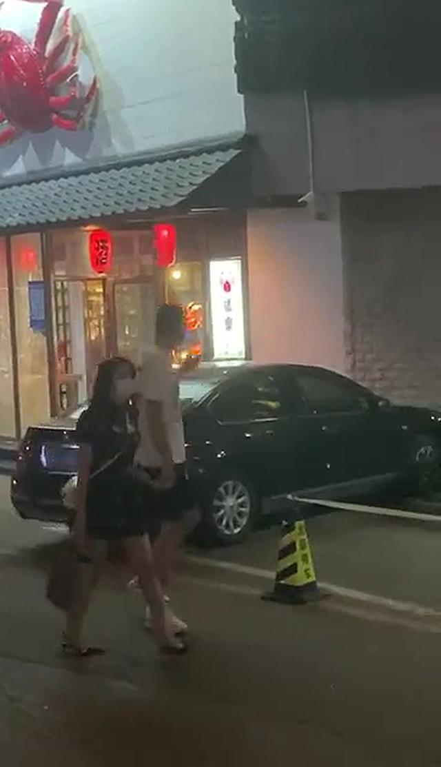 男篮国手孙悦被拍与知名车模约会!网传他与娇妻陈露或已离婚插图1