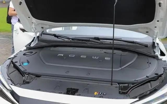 同级最长续航,GTR同款车标!荣威R ER6上市:充15分钟能跑200KM
