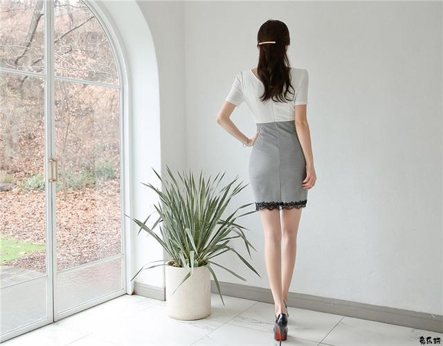 孙允珠:灰彩渐变水晶石岩纯白包臀裙