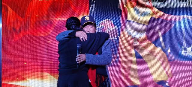 宜都农民从艺28周年举办专场演出,提到一个女人,他泪流满面