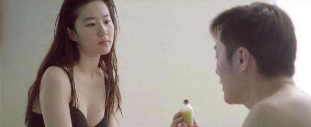 """刘亦菲刚出道是多能撩?看看这教科书般的演技,网友""""牺牲""""太大"""