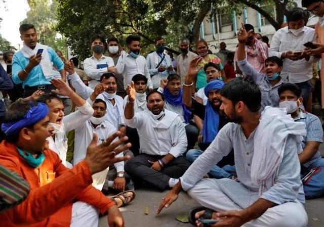 19岁女孩被高种姓男子轮奸虐待致死,印度爆发抗议-第1张
