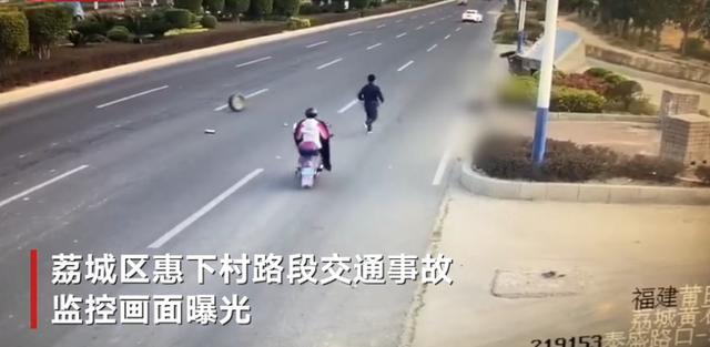 福建莆田致9死车祸监控画面曝光:有人从农用车车厢被甩出 一男子躲过一劫
