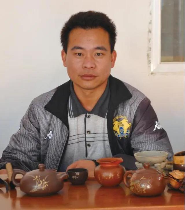 云南省陶瓷工艺大师-周连和 紫陶介绍-第1张