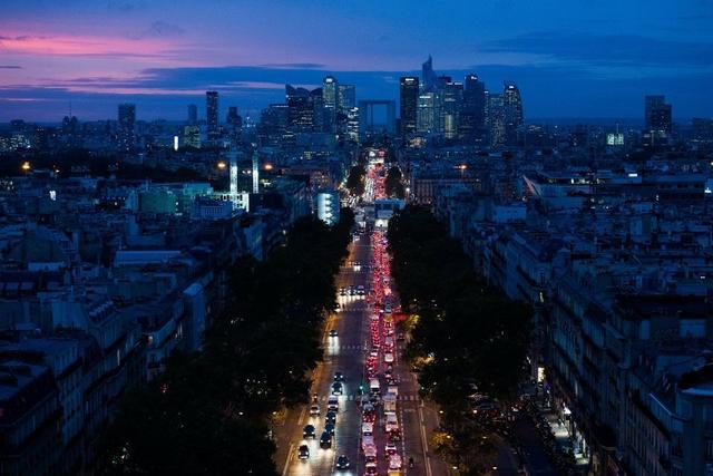 欧洲两大核心国法国连夜宣布封锁国门,关闭酒吧等公共场所