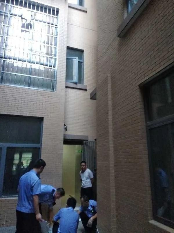 痛心!株洲一小区三岁女童因独自上电梯8楼坠亡!家长请看好自己的孩子www.smxdc.net