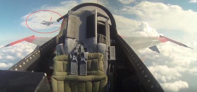 """波音公司宣布已完成""""魔改"""",退役F-16转换成无人飞机"""