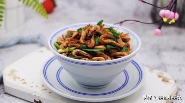 美食推荐:韭菜炒桃花虾,南瓜炖鸭块,肉沫炒黄豆,蟹棒炖蛋