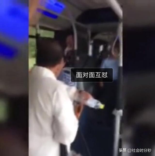 男子自称60岁 一上车就让年轻人让座惹怒乘客:你还道德绑架呢【www.smxdc.net】 全球新闻风头榜 第3张