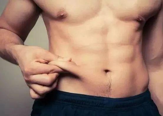 男子朋友圈晒腹肌被骂上热搜,网友:瘦子的腹肌根本不值钱插图10