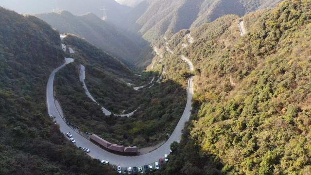 安徽最狂野的自驾公路,没有围栏落石颇多,比皖南川藏线更值