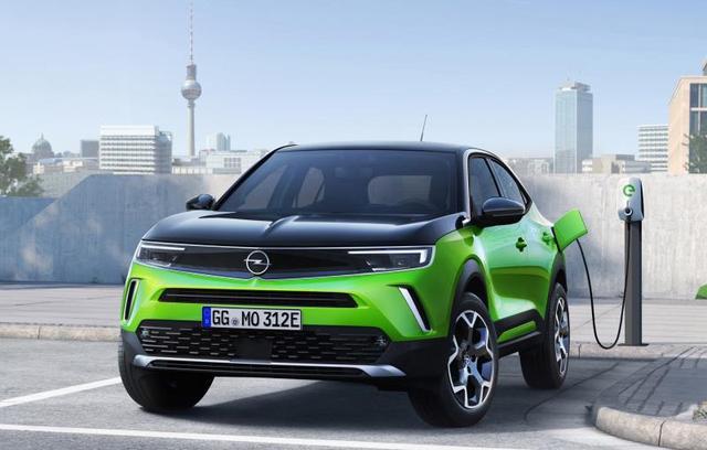 2021款欧宝Mokka新车渲染图曝光,新车作为电动汽车即将亮相。 Mokka是沃克斯豪尔旗下的一款小型跨界SUV产品。2021款欧宝Mokka基于PSA Group的通用模块化平台(CMP)平台打造
