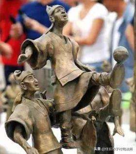 【历史上的今天】2004年7月15日 国际足联宣布:世界足球起源于中国   16年前,2004年7月15日,国际足联主席布拉特在北京举行的中国国际足球博览会开幕式上宣布,世界足球起源于中国。亚足联秘书