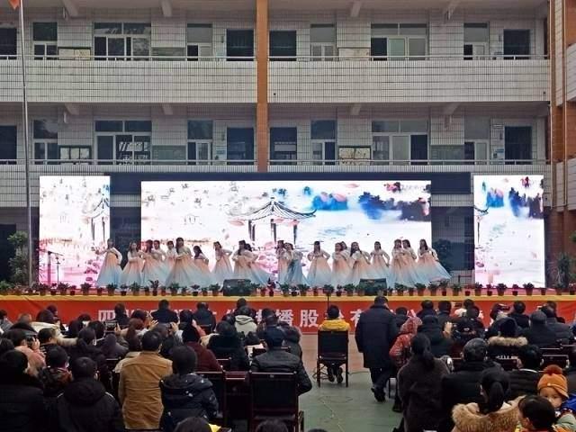 """泸县六中举办第十二届""""古榕之春""""校园文化艺术节"""