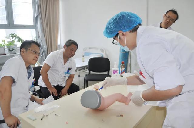阜阳市妇女儿童医院举办庆祝第三届「中国医师节」青年医师技能竞赛
