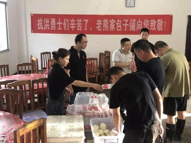 """三线城市""""包子王"""",30平店日卖7000元,开50多家店!"""