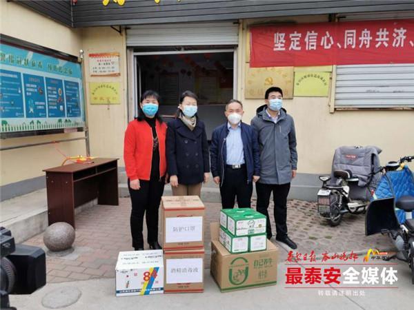 """市委宣传部""""四进""""攻坚行动工作组向派驻单位捐赠防疫物资"""