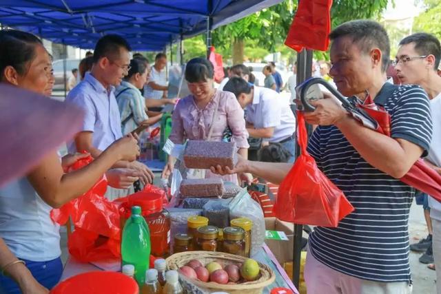 萬寧(ning)完善市鎮村農產品展銷(xiao)體(ti)系 助銷(xiao)貧困群(qun)