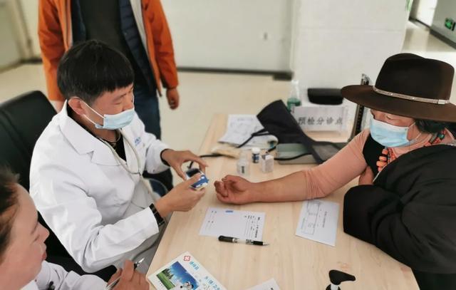 坚守高原 1 个月,成都京东方医院博士医疗队持续为藏区群众排忧解难