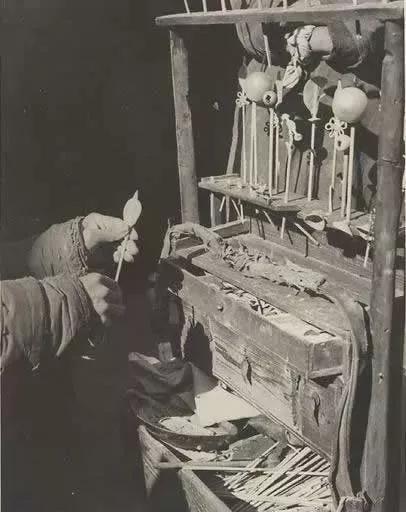 百年前走街串巷谋生的小贩,吸引顾客有绝招(组图)