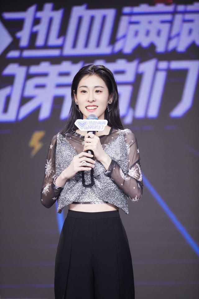 张碧晨首发《热血满满的弟弟们》明星经理人 送热水袋欢乐多