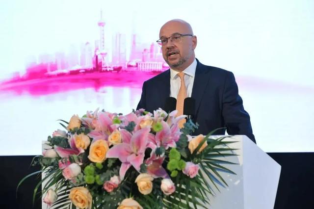 Tibor Kovacs 教授出席上海乳房重建论坛,手术示教探寻指尖上的艺术