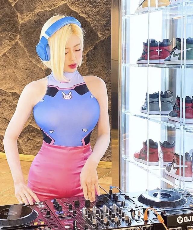 DJ 圈又一女猛将SIENA 挤掉SODA的性感女DJ榜首人物