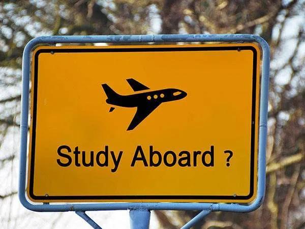 """【8点择校】英美留学,如何让国外名校""""盯""""上自己?"""