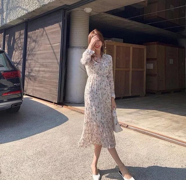 早秋穿衣搭配:衬衫+半裙搭配,连衣裙+平底鞋穿搭,清爽又吸睛!
