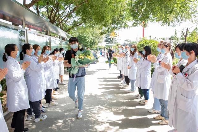 千里援耆 平安凯旋   陆道培医院援疆医疗队员于波回来了
