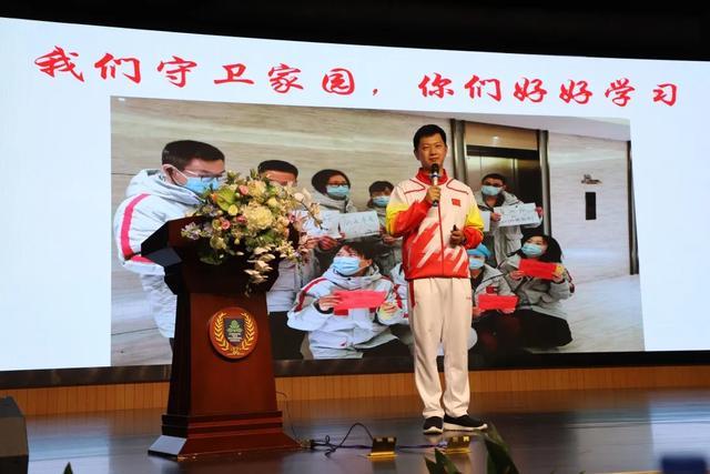 树兰援鄂英雄受邀杭州二中白马湖学校讲座,全程响起三十多次掌声