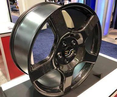 一次灌注固化成型的一体式碳纤维车轮毂