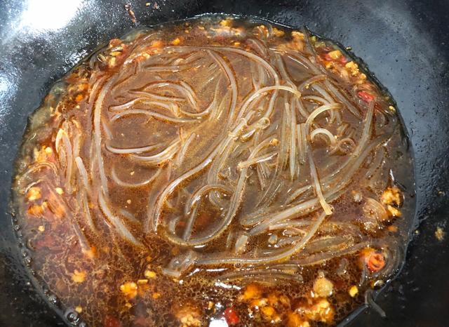 美食菜谱大全:肉末炒粉条做法,5分钟出锅,能下3碗饭!