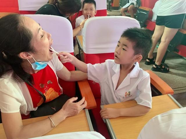 福建国药东南医院联合涵江实验小学共同开展「小小牙医」活动