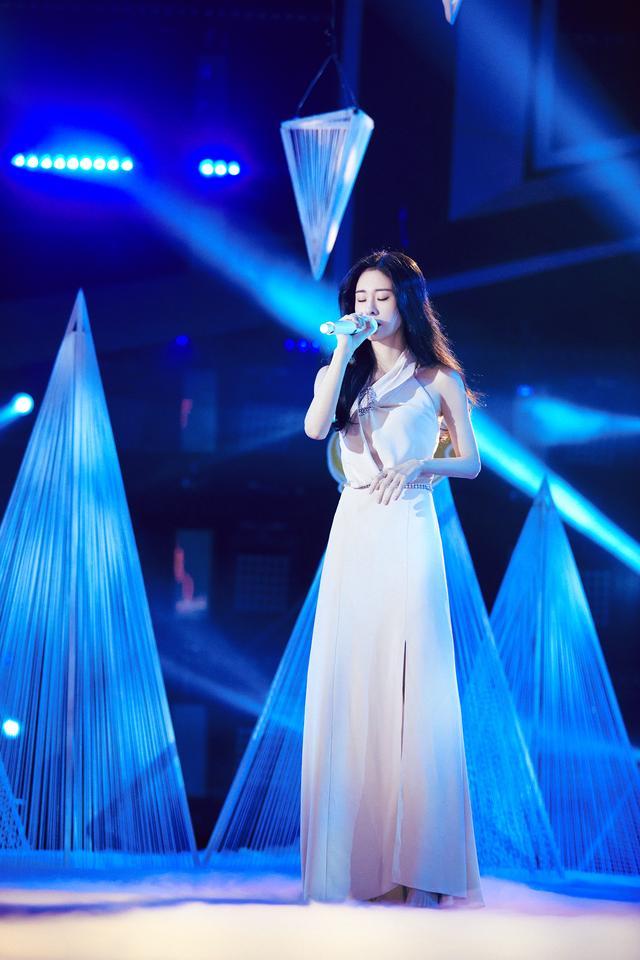 张碧晨跨界歌王帮唱刘端端 深情演绎《水星记》