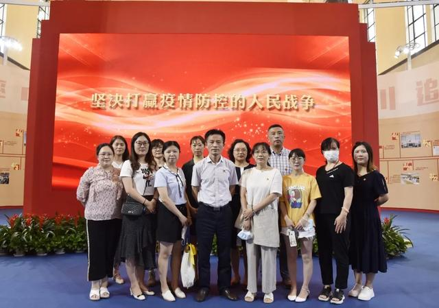 上海市第二康复医院组织参观「我们众志成城」上海防控新冠肺炎疫情主题展