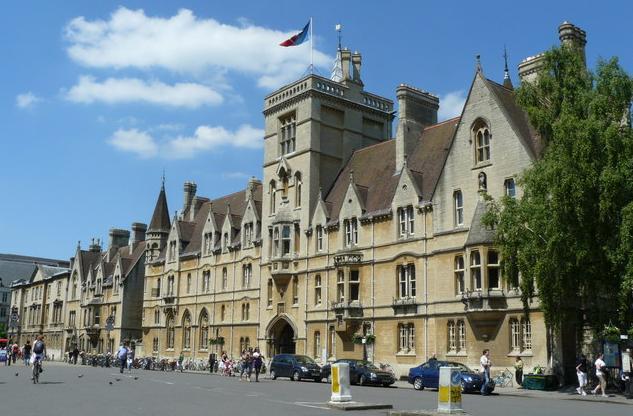 英国留学人数激增,QS英国前十大毕业生最具就业能力的院校名单