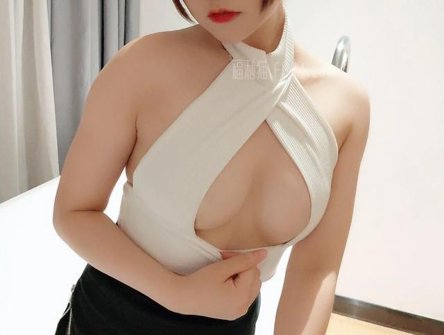 福利姬NAYAKO喵子《开胸黑丝》[22p]