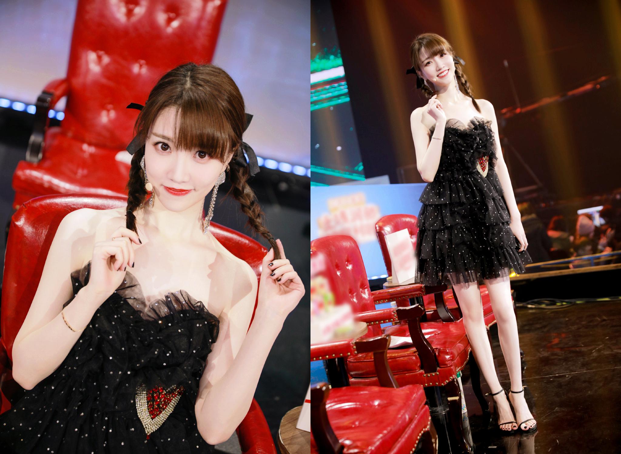 张纯烨,主持界的美腿姐姐,多变的舞台风格造型既甜美又明艳