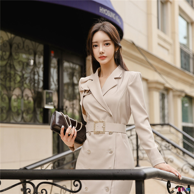 孙允珠丨经典卡布奇诺混棕浅调西装裙